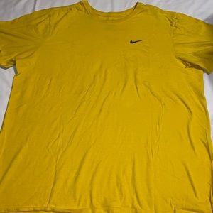 yellow & black nike tee